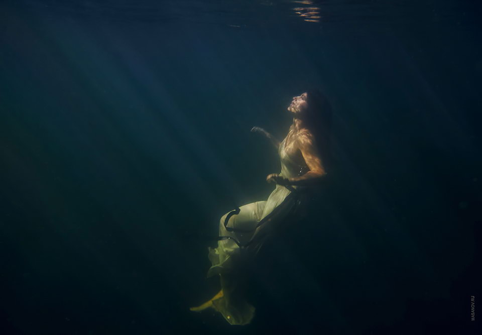 Photoshoot under the water on the island of Phu Quoc